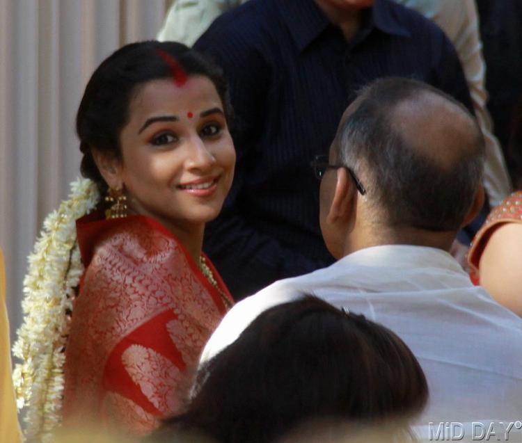 Vidya Balan With Her Father P K Balan Photo Clicked At The Wedding Ceremony