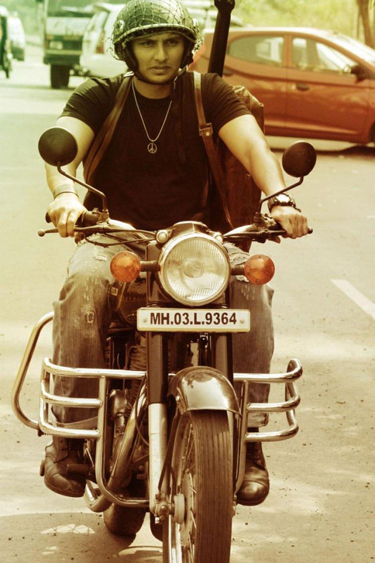 Jiiva Bullet Ride Photo From From Movie David