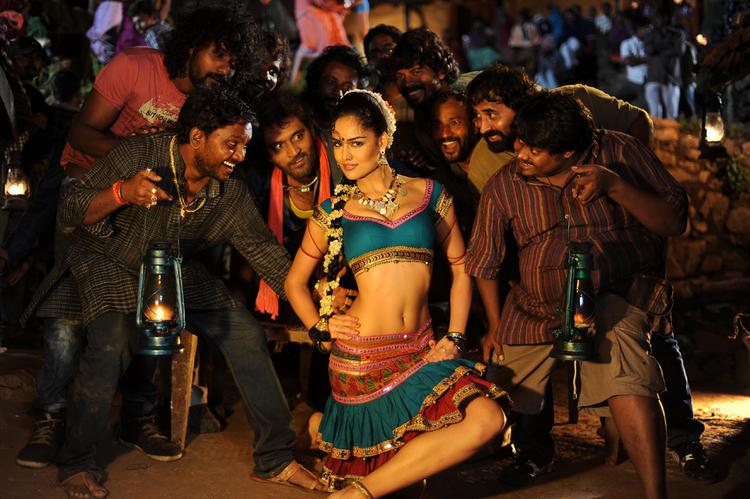 Nathalia Sexy Naval Expose Dance In Telugu Movie Dhalam Item Song