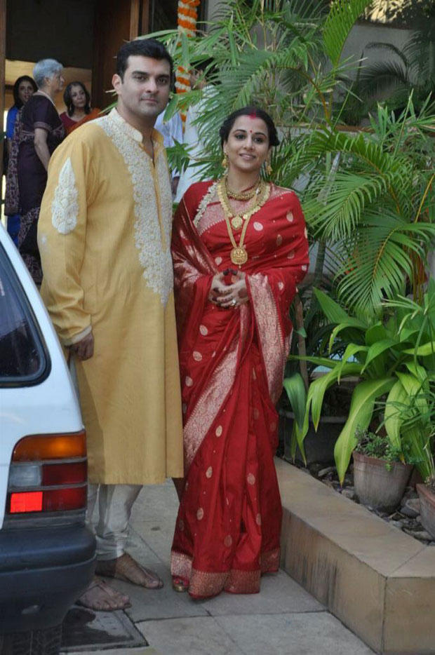 Vidya And Siddharth Nice And Cool Pose At Their Wedding Ceremony