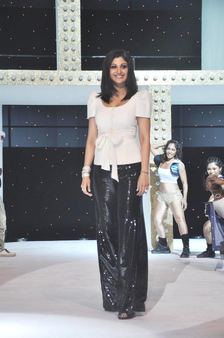 Shilpa Shetty Posed For Camera At Nach Baliye Season 5 Launch Event