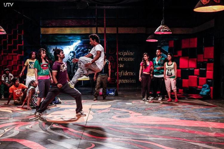 Dharmesh And Salman Awesome Dance Stund During Rehearsal On The Sets Of Movie ABCD