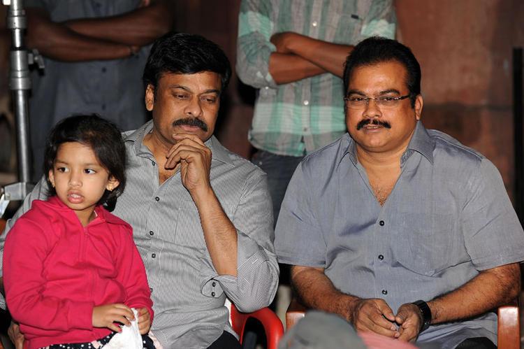 Chiranjeevi And Danayya Snapped With Grand Son At Naayak Movie Sets