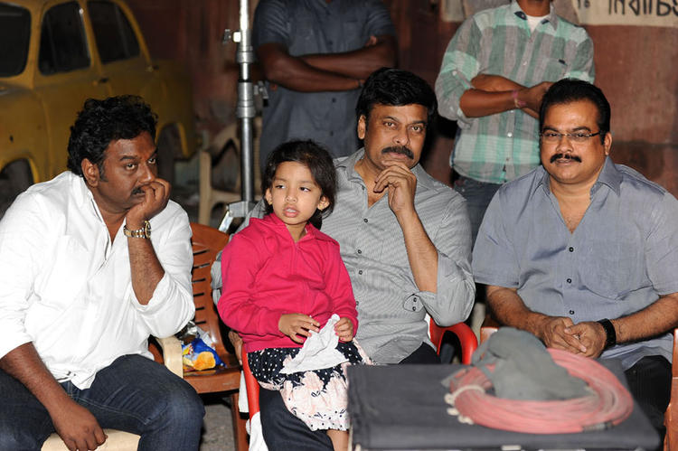 Chiranjeevi With Vinayak And Danayya Posed For Camera At Nayak Movie Sets