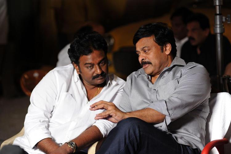 Vinayak And Chiranjeevi Chatting Still At Nayak Movie Sets