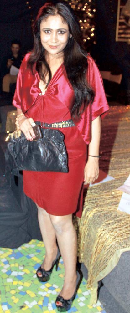 Priyasri Patodia Glows In Red At Raell Padamsee Christmas Bash