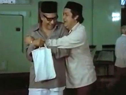 Deven Verma And Ashok Kumar In Khatta Meetha Movie