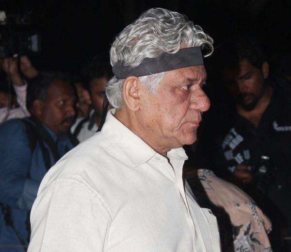 Om Puri Arrived At Candle Light Rally To Pay Tribute To The Gang Rape Victim