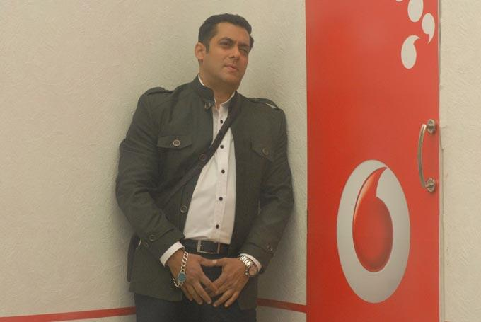 Salman Snapped Inside The Bigg Boss 6 House During His Birthday