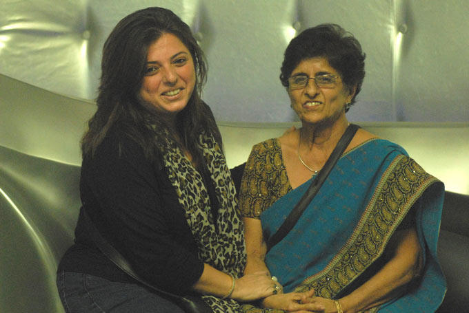 Delnaz With Her Mother Smiling Photo Clicked In The Bigg Boss House 6