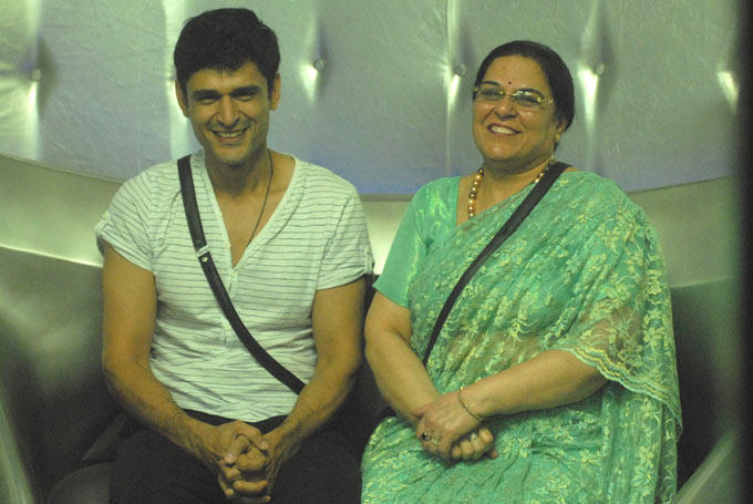 Niketan With His Mother Cute Smiling Photo Clicked In The Bigg Boss House 6
