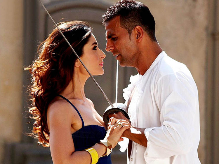 Akshay Kumar and Kareena Kapoor Hot Photo