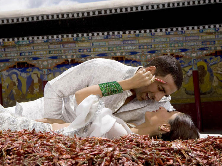 Akshay Kumar and Kareena Kapoor Sexy Romance Still
