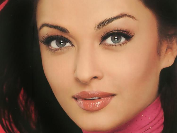 Aishwarya Rai Beautiful Face Look Wallpaper