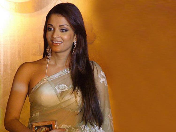 Aishwarya Rai Sexy Saree Wallpaper
