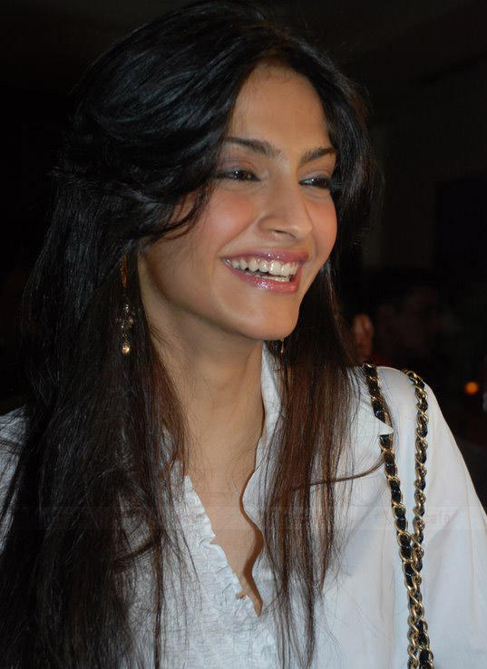 Sonam Kapoor With Open Smile Pic