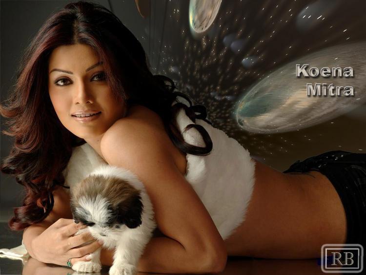 Koena Mitra Wallpaper With Cute Dog