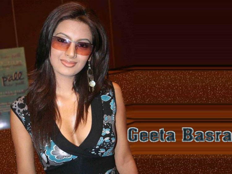 Geeta Basra Sexy Look Wearing Goggles