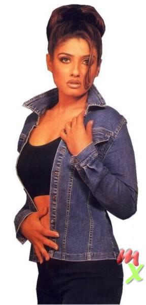 Raveena Tandon Hot Look Wallpaper