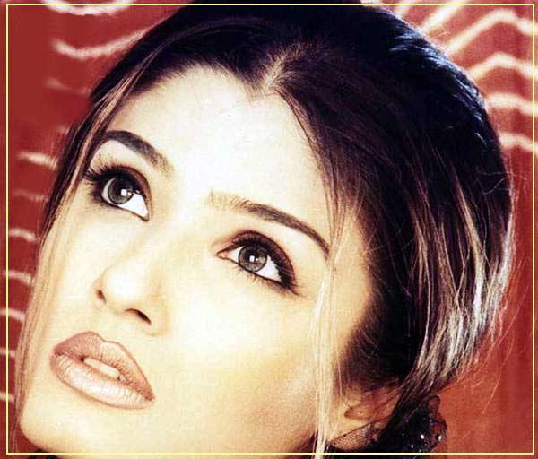 Raveena Tandon Sizzling Hot Sexy Look Wallpaper