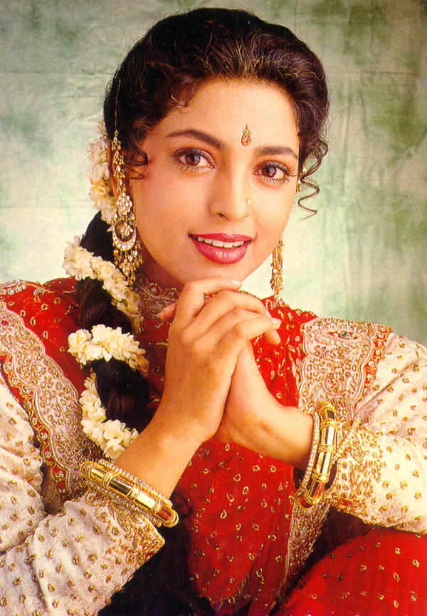 Juhi Chawla Awesome Face Look Wallpaper