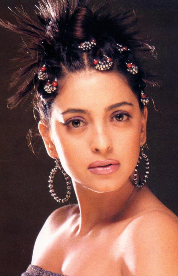 Juhi Chawla Rock Hair Style Photo