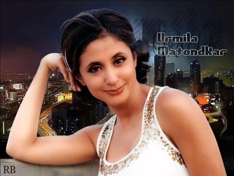 Urmila Matondkar Short Hair Style Cute Look Wallpaper