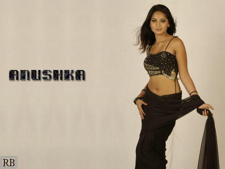 Anushka Shetty Sexy Saree Latest Wallpaper
