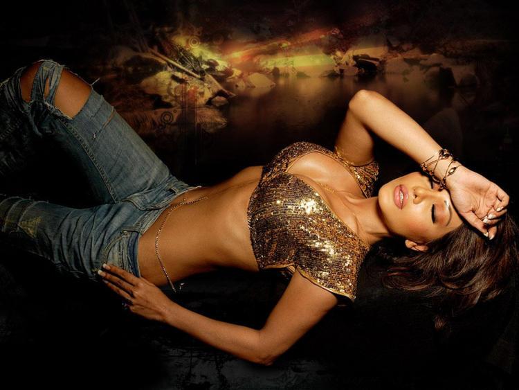 Koena Mitra Latest Romancing Glamour Wallpaper