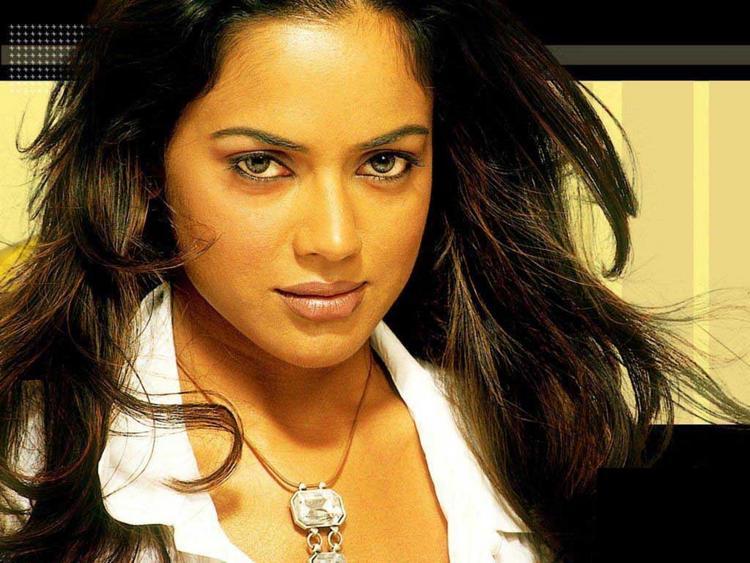 Sameera Reddy Hot Gorgeous Pic