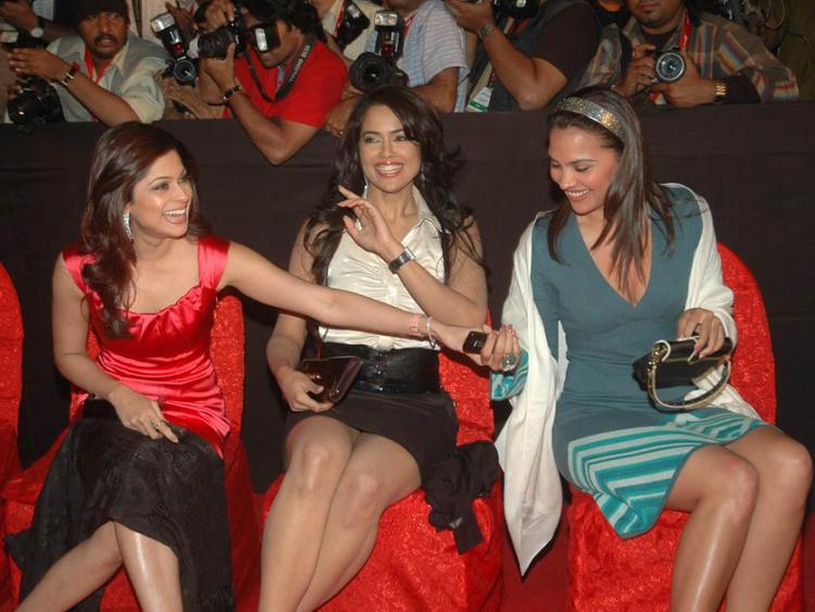 Shamita Shetty with Sameera Reddy and Lara Dutta Latest Still