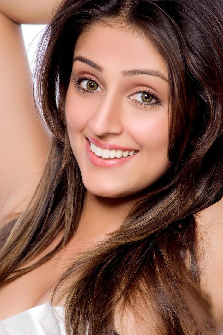 Aarti Chabria Beauty Smile Face Wallpaper