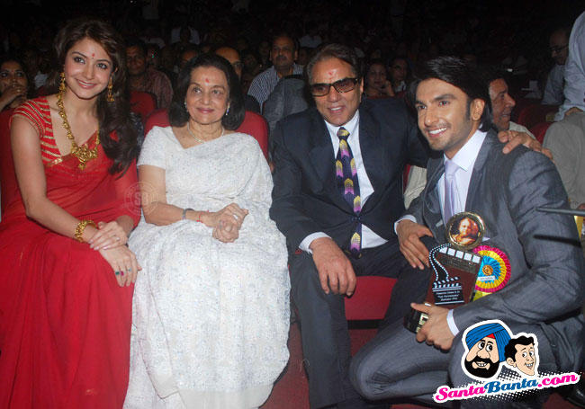 Anushka Sharma In Red Saree