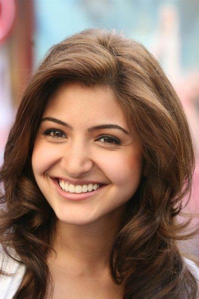 Anushka Sharma Beauty Smile Pic in Badmaash Company