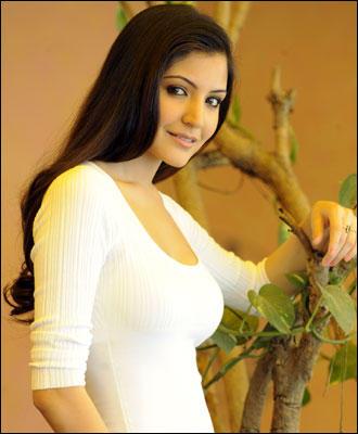 Anushka Sharma Looking Very Sexy