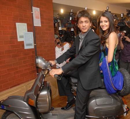 Shahrukh and Anushka On Scooter