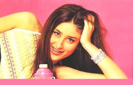 Kareena Kapoor Cute Pose Wallpaper