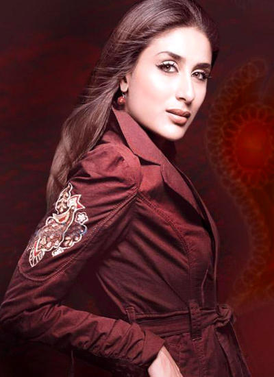Kareena Kapoor Romancing Face Look Wallpaper