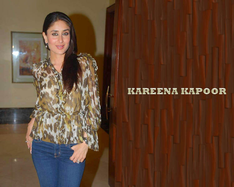 Kareena Kapoor Sexy Wallpaper In Jean