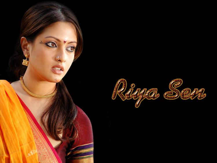 Riya Sen Cute South Indian Look Wallpaper
