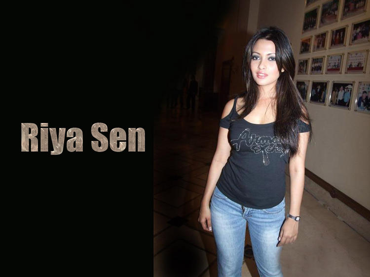Riya Sen Sexy Wallpaper With Black Tops and Jeans