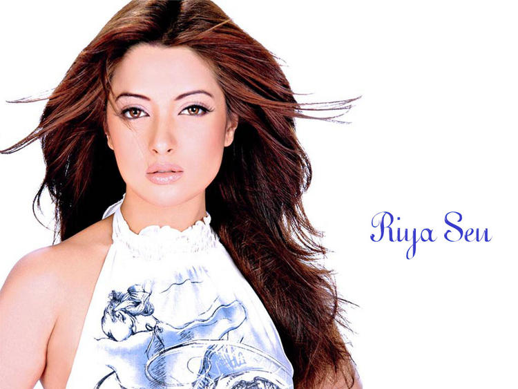 Riya Sen Sizzling and Sexy Face Wallpaper