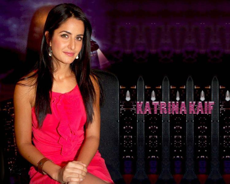 Katrina Kaif Sweet Face Look Wallpaper