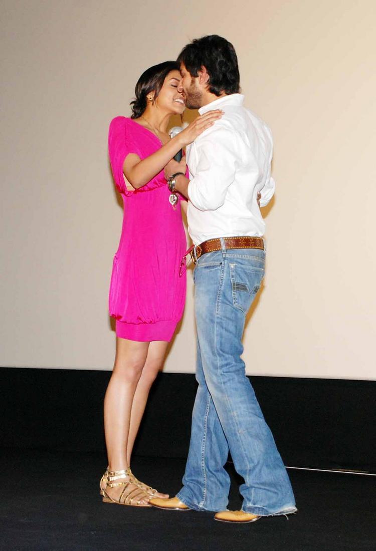 Saif and Deepika At Love Aaj Kal Press Meet Picture