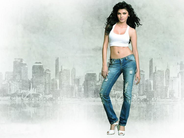 Mona Chopra Looks Sexy In Short White Tops and Jeans