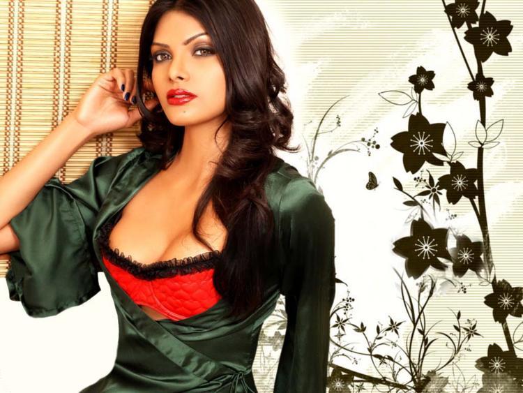 Mona Chopra Open Boob Sexy Wallpaper