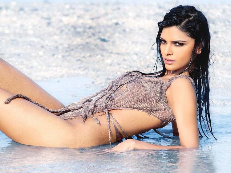 Mona Chopra Sexy Look Pic