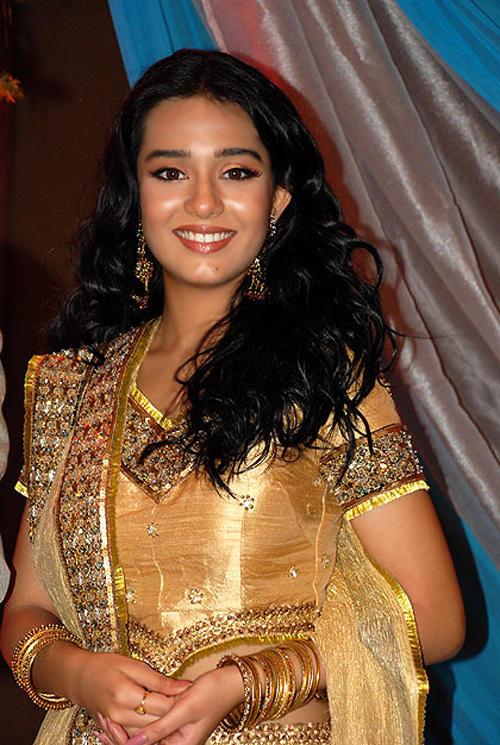 Amrita Rao Curly Hair Gorgeous Pic