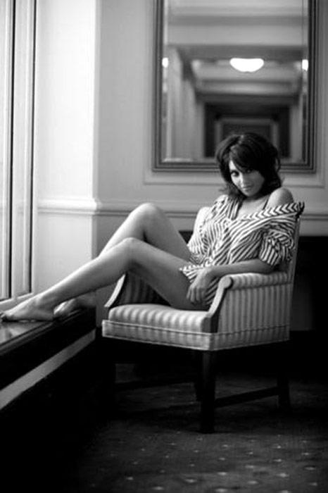 Bipasha Basu Sexy Legs Pose Photo Shoot