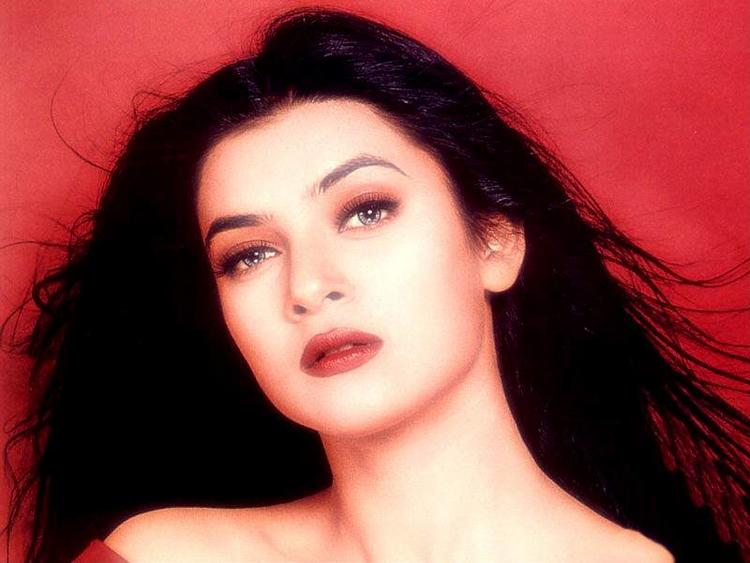 Sushmita Sen Wet Face Look Wallpaper